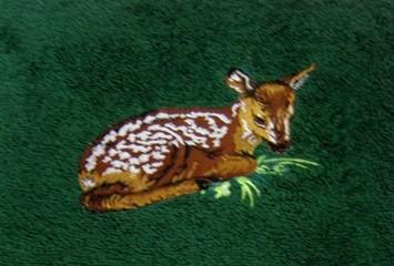 Handtuch waldgrün mit Stickerei Rehkitz